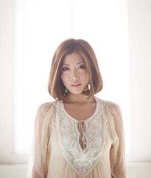 女性シンガーソングライターTiara.jpg